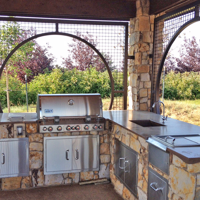 Built-In Outdoor Kitchen Grill | Custom Built Outdoor Kitchens | Ft
